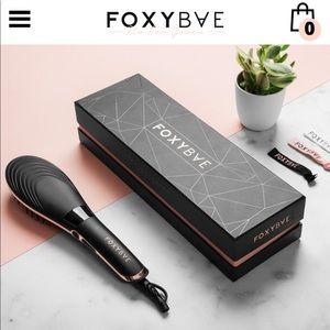 Brand new foxy bae brush straightener